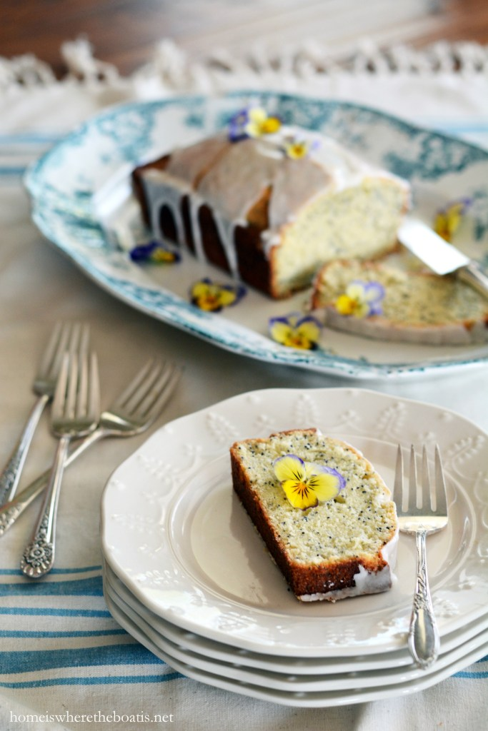 Almond and Poppy Seed Loaf Cake | ©homeiswheretheboatis.net