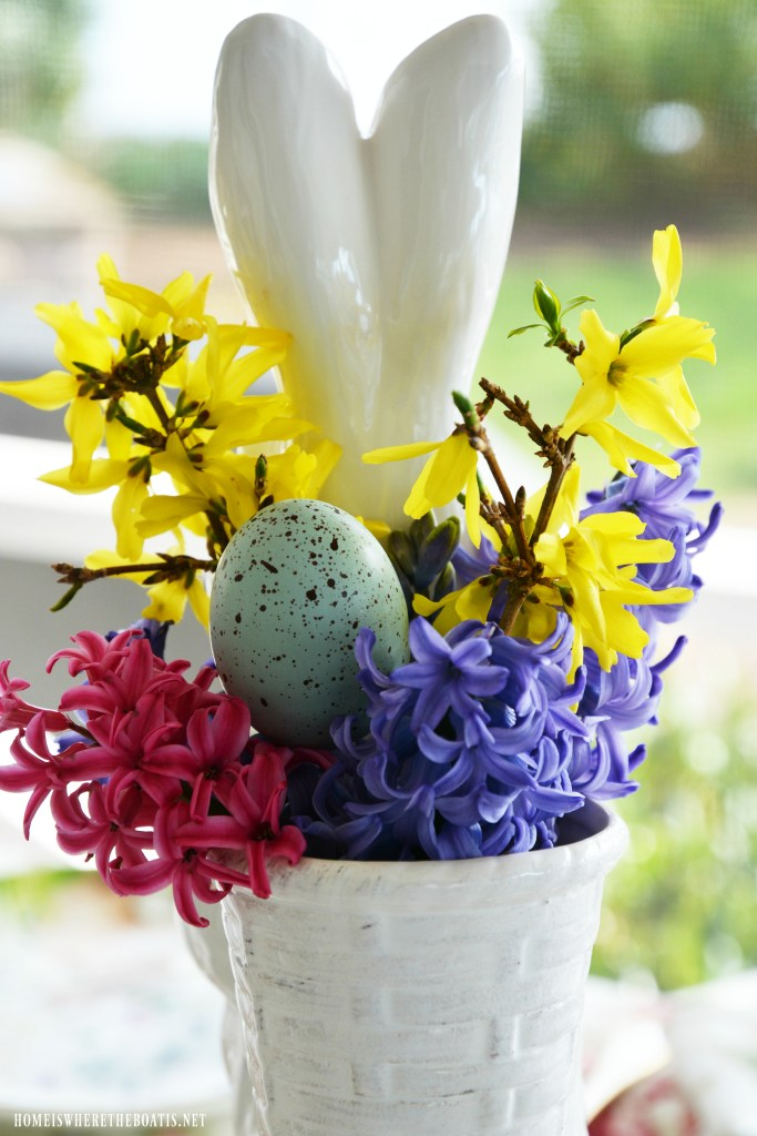 Bunny flower arrangment with forsythia, hyacinths and eggs | ©homeiswheretheboatis.net