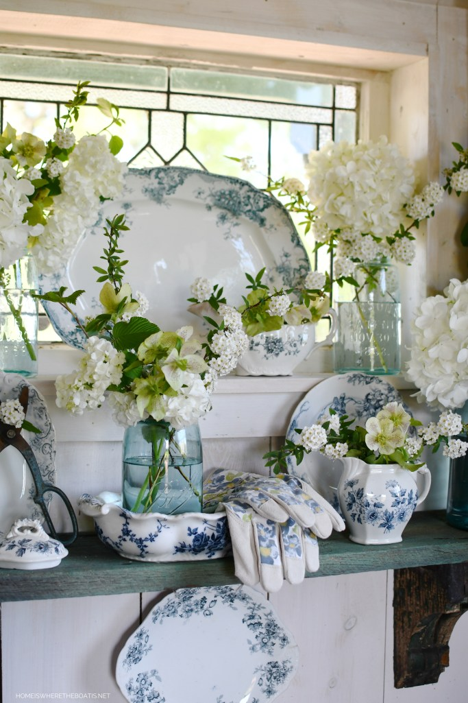 Transferware and jars of spring flowers | ©homeiswheretheboatis.net #flowers #masonjars