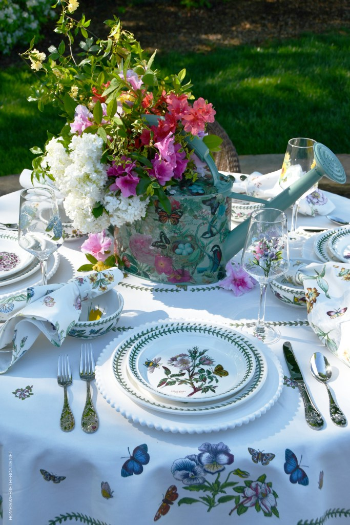 Alfresco garden table | ©homeiswheretheboatis.net #tablescapes #alfresco #spring
