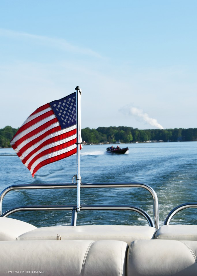 Boat with American Flag | ©homeiswheretheboatis.net #flag #memorialday #lake