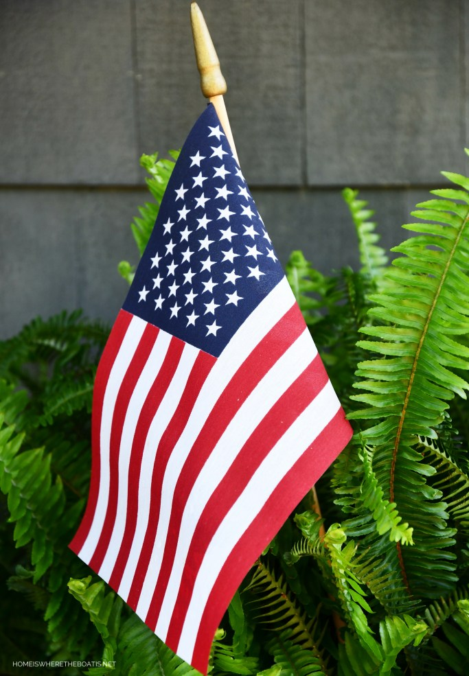 Fern in olive bucket with American Flag | ©homeiswheretheboatis.net #patriotic #flag #redwhiteandblue