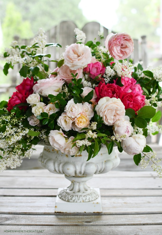 Flower arrangement with garden roses and foliage | ©homeiswheretheboatis.net #roses #flowers