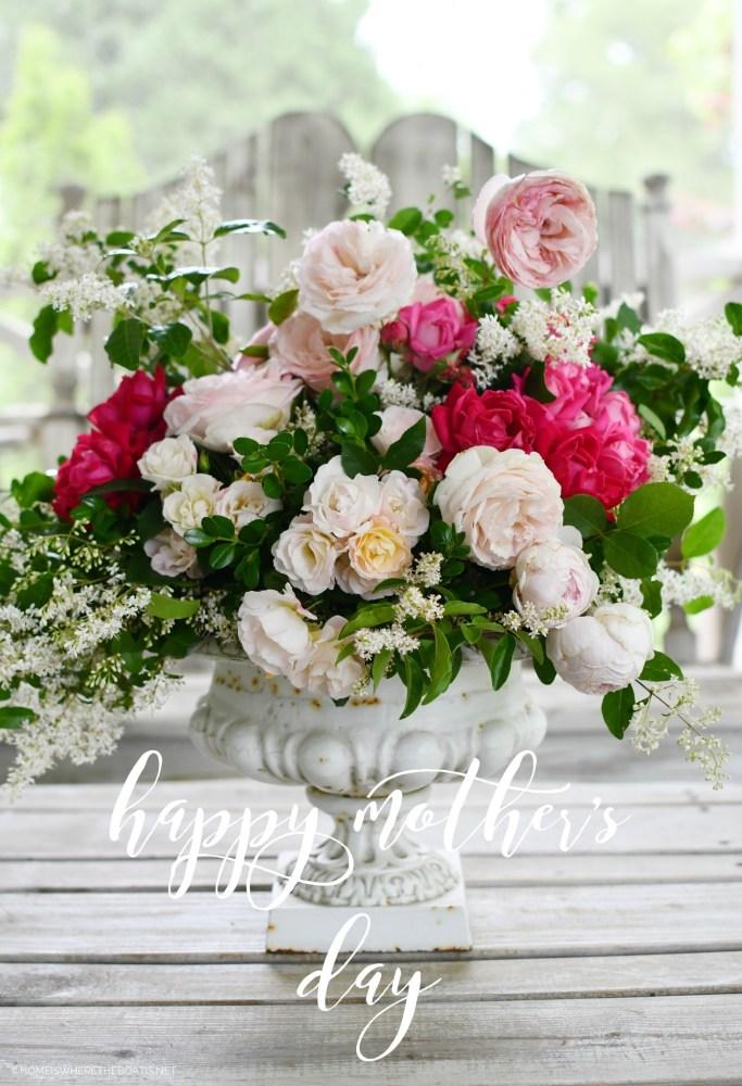 Flower arrangement with garden roses and privet | ©homeiswheretheboatis.net #flowers #roses