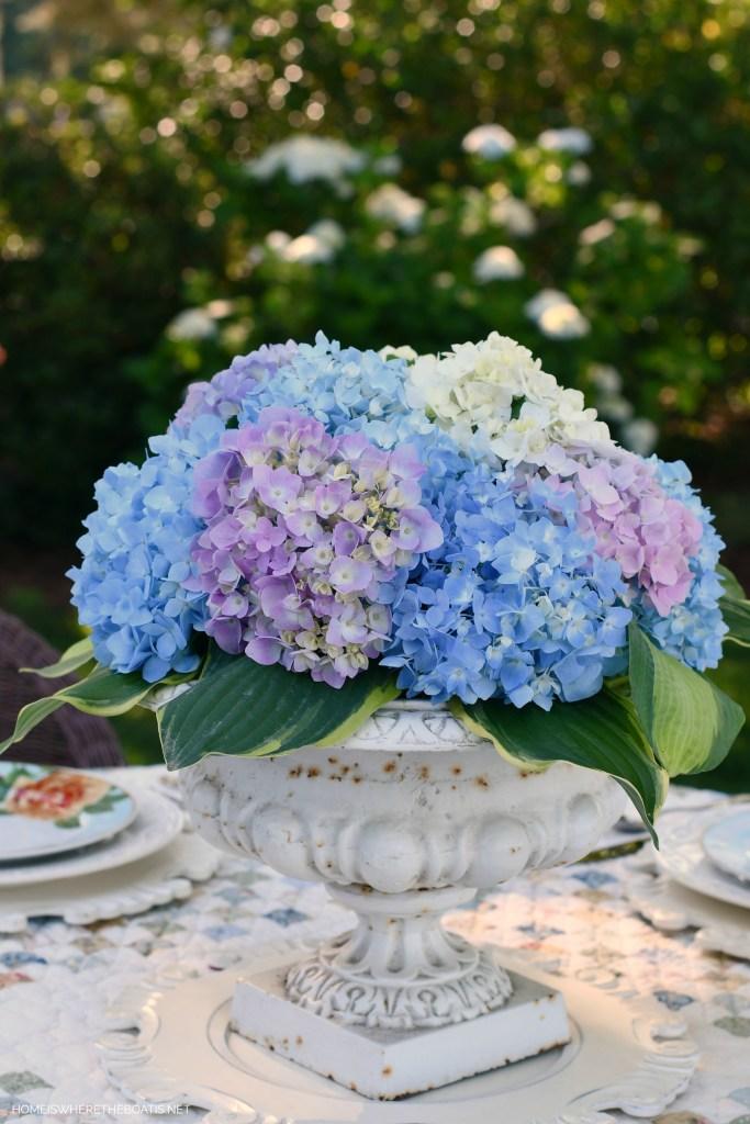 Hydrangea centerpiece in urn | ©homeiswheretheboatis.net #spring #alfresco #hydrangeas #tablescapes