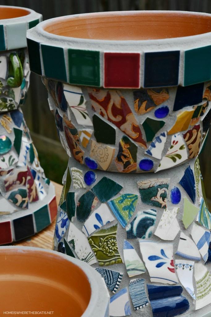 DIY Mosaic Flower Pot Tutorial | ©homieswheretheboatis.net #flowers #garden #DIY #mosaic