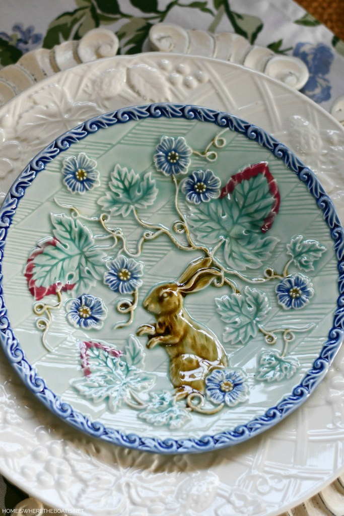Bunny majolica plate and table | ©homeiswheretheboatis.net #hydrangeas #tablescapes