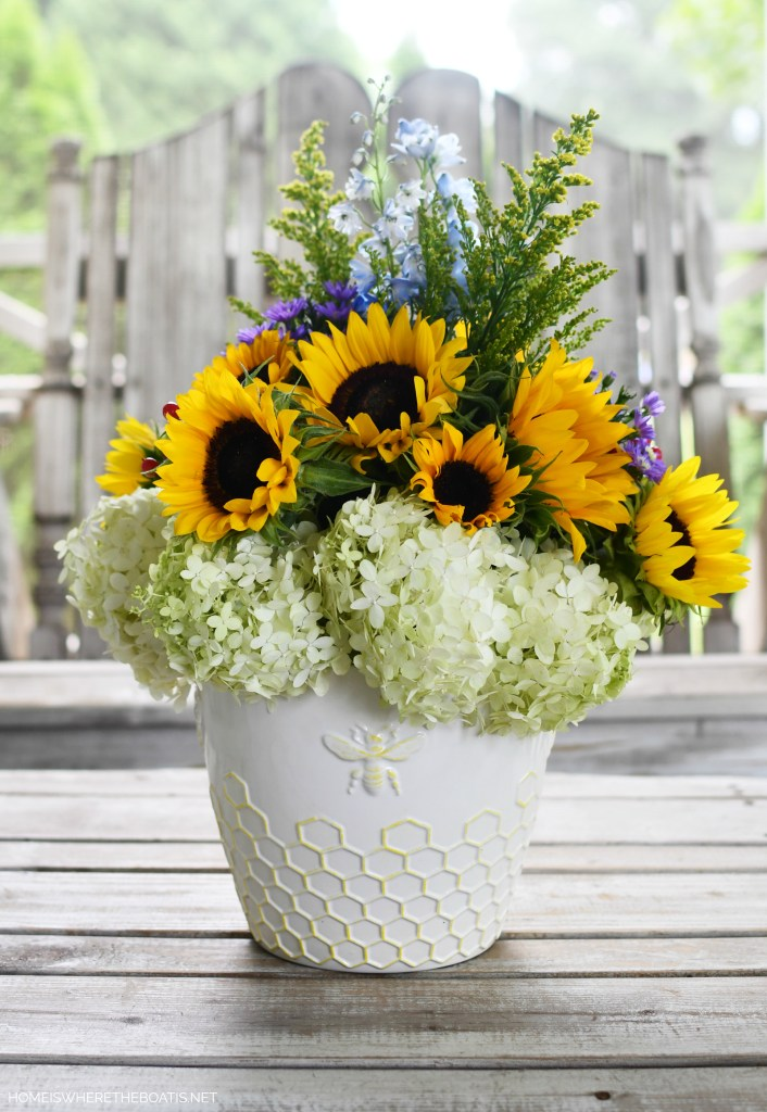 Sunflowers and Hydrangeas Flower Arrangement | ©homeiswheretheboatis.net #summer #bees #sunflowers