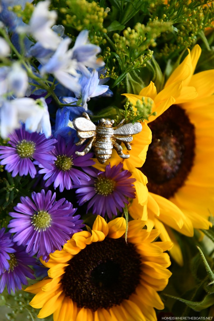 Adding bees to a flower arrangement using magnets | ©homeiswheretheboatis.net