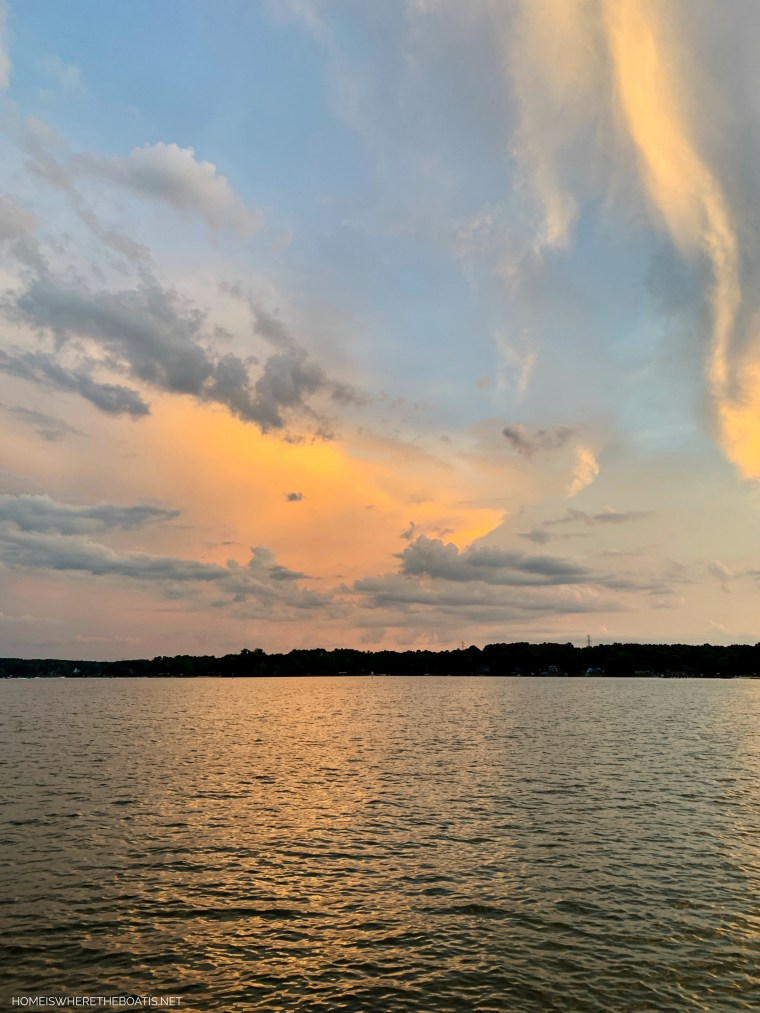Sunset Lake Norman | ©homeiswheretheboatis.net #LKN
