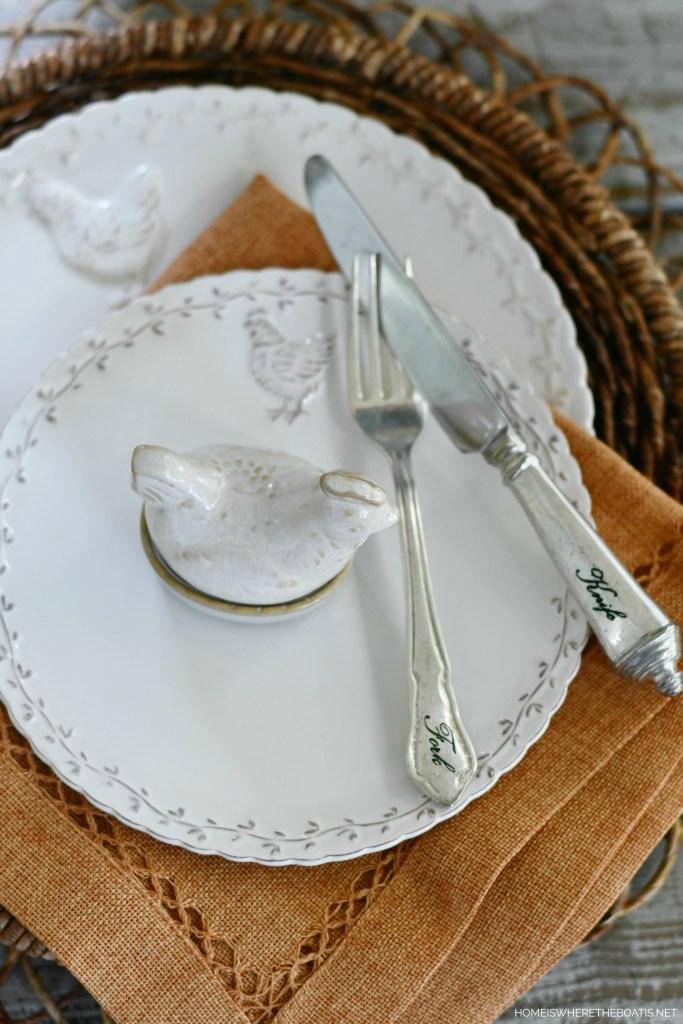 Antiqued Hen dinnerware | ©homeiswheretheboatis.net
