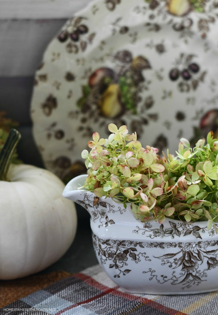 Limelight hydrangeas and brown transferware | ©homeiswheretheboatis.net #tablescapes #fall #transferware