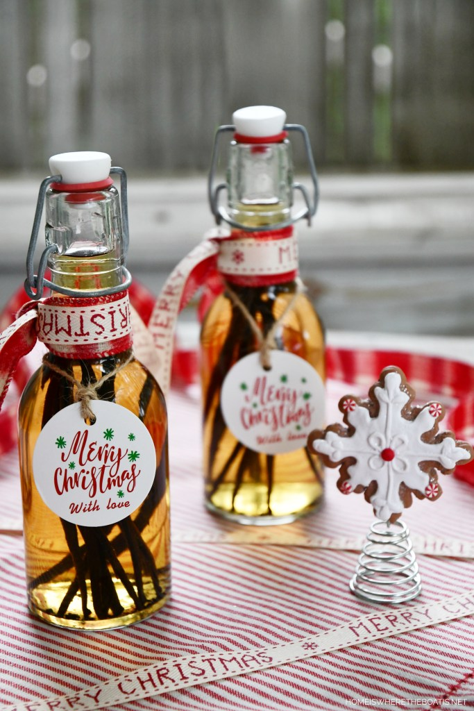 Homemade Vanilla Extract for Holiday Baking and Gifting | ©homeiswheretheboatis.net #foodgift #DIY #vanilla #Christmas
