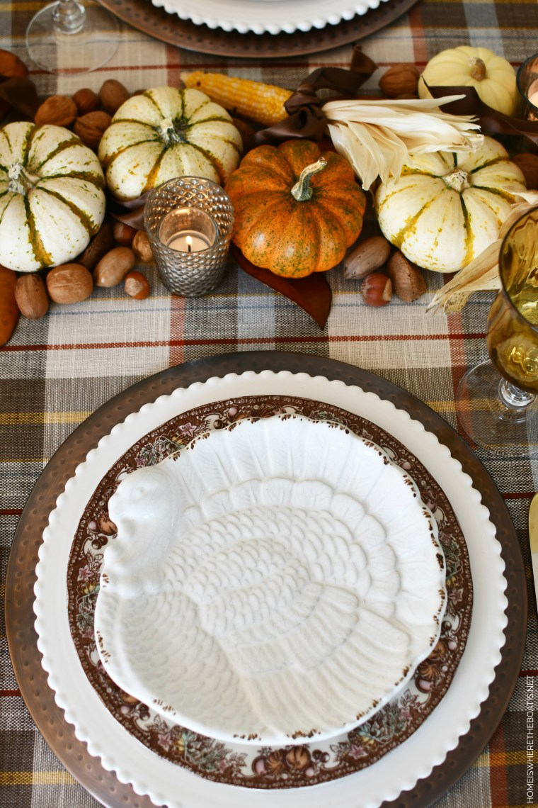 Thanksgiving table with natural harvest runner | ©homeiswheretheboatis.net #thanksgiving #tablescapes #DIY