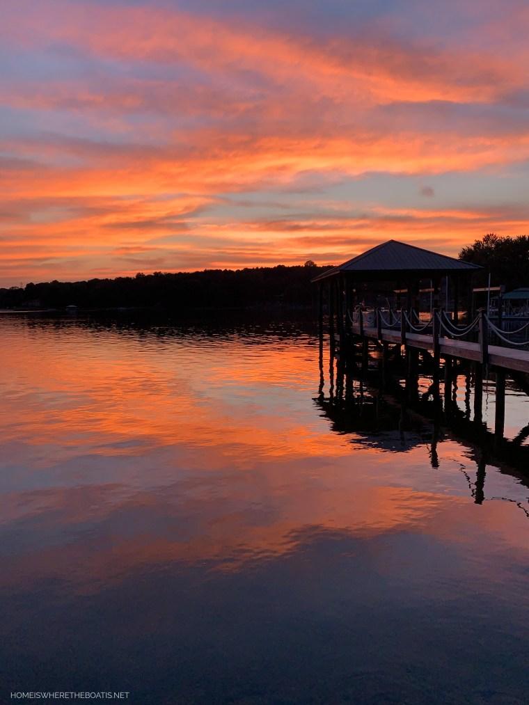 Sunset Lake Norman | ©homeiswheretheboatis.net #LKN #lake #sunset
