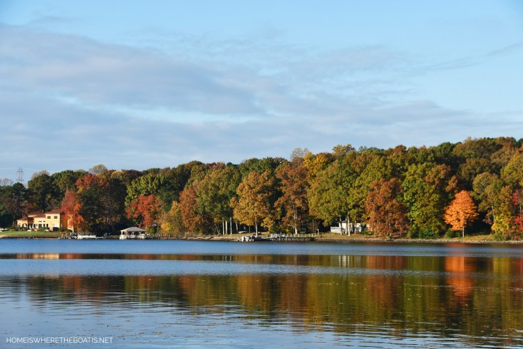 Weekend Waterview Lake Reflections | ©homeiswheretheboatis.net #fall #lake