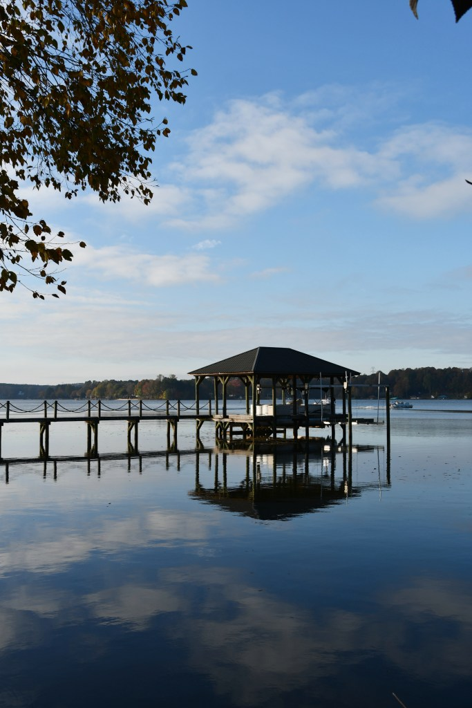 Weekend Waterview Lake Norman | ©homeiswheretheboatis.net #fall #lake