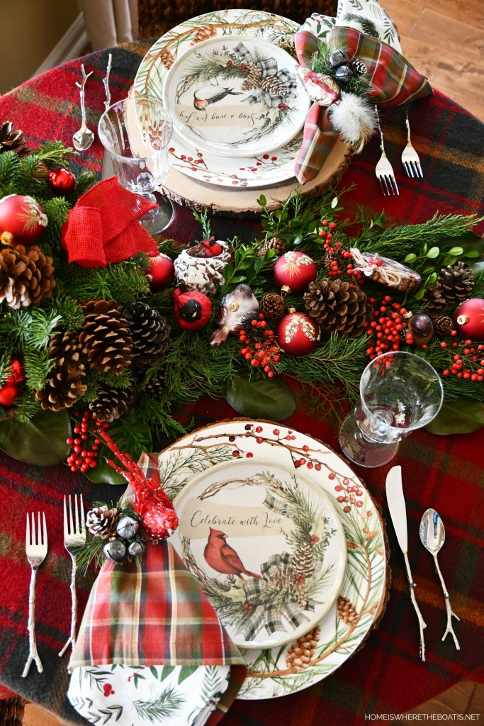 Merry Chrismas Nesting Tablescape with birds | ©homeiswheretheboatis.net #christmas #tablescapes #birds #cardinal