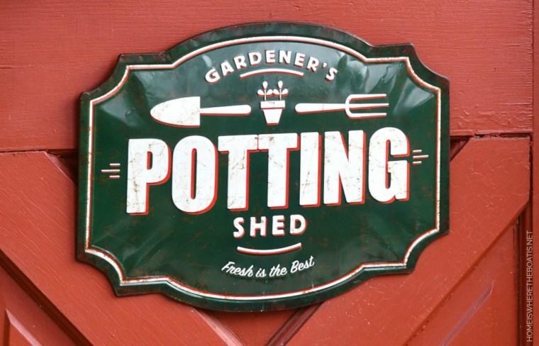 Gardener's Potting Shed sign | ©homeiswheretheboatis.net #shed #christmas #garden