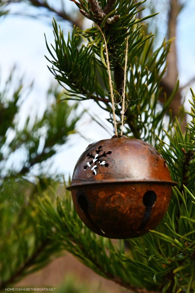 Jingle bell Christmas ornament | ©homeiswheretheboatis.net #shed #christmas #greenery #garden
