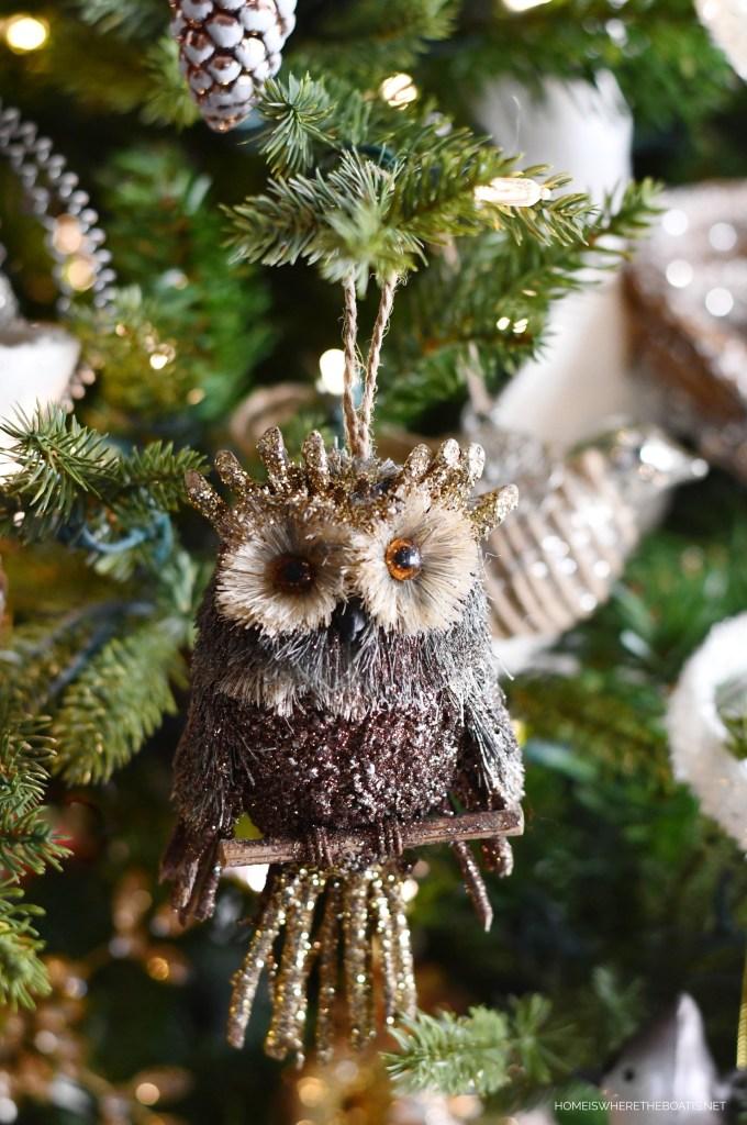 Owl Ornament Winter Nesting Tree | ©homeiswheretheboatis.net #winter #tree #birds #christmastree