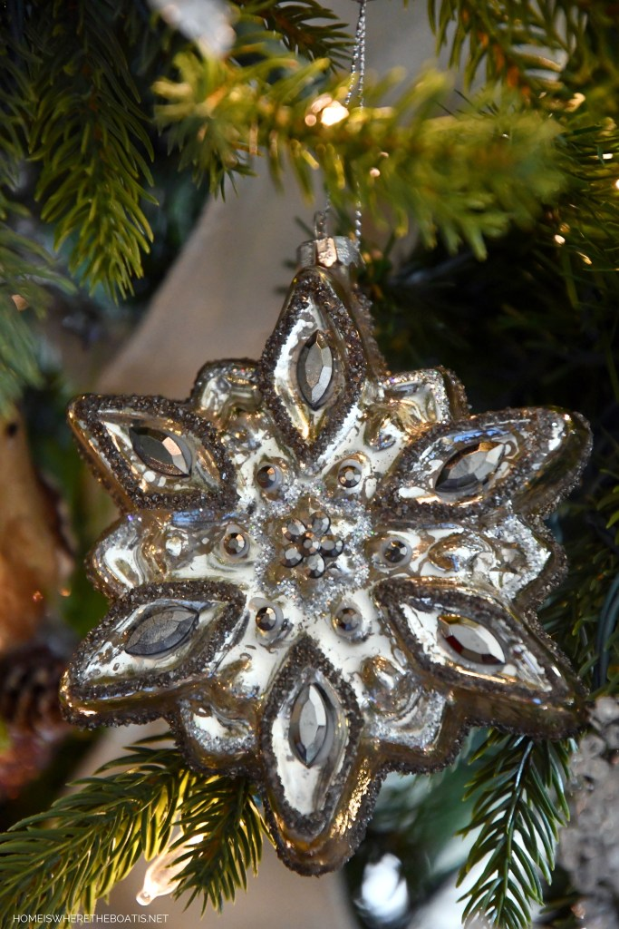 Snowflake ornament Winter Nesting Tree | ©homeiswheretheboatis.net #winter #tree #birds #christmastree