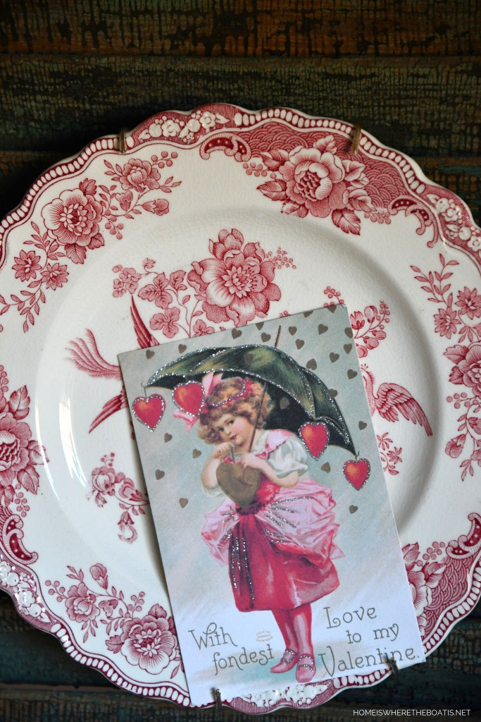 Pink transferware and vintage Valentine | ©homeiswheretheboatis.net #valentinesday #flowers