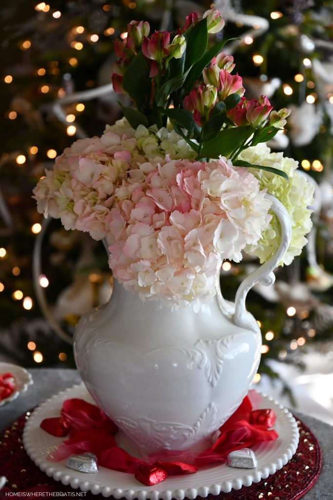 Flower arrangement with hydrangeas for Valentine's Day table | ©homeiswheretheboatis.net #valentinesday #tablescapes