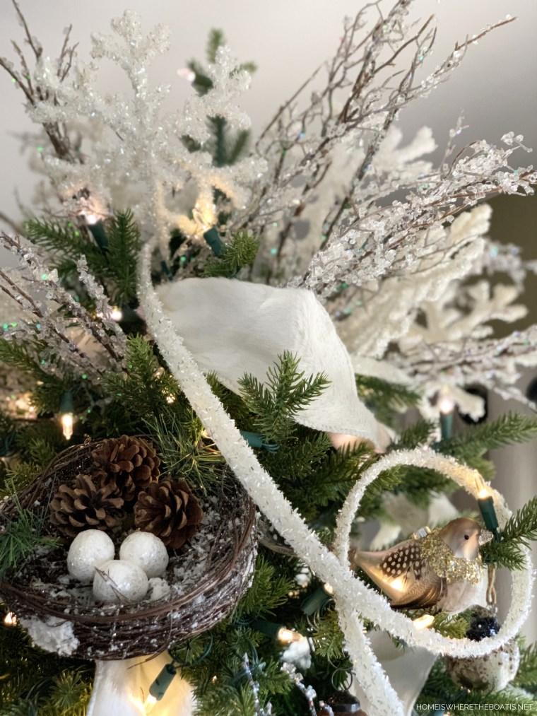 Winter Nesting Tree | ©homeiswheretheboatis.net #winter #tree #birds #christmastree