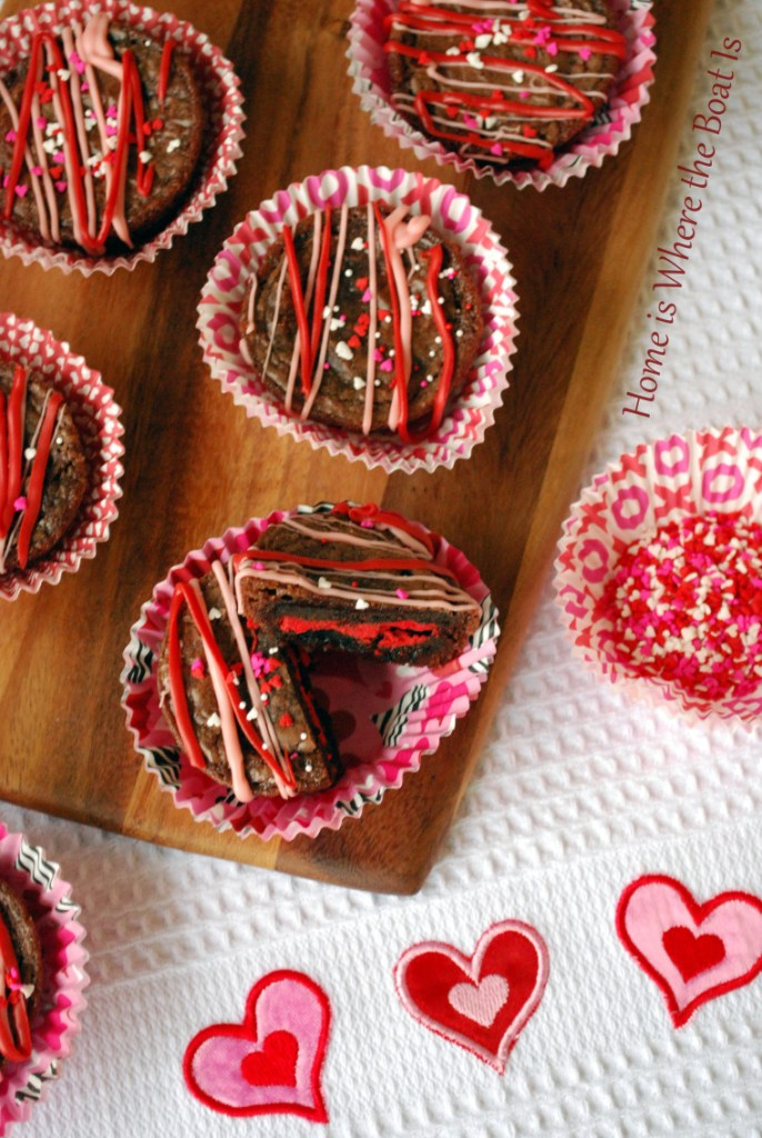 Valentine Oreo Brownies | homeiswheretheboatis.net #ValentinesDay #oreo #brownies
