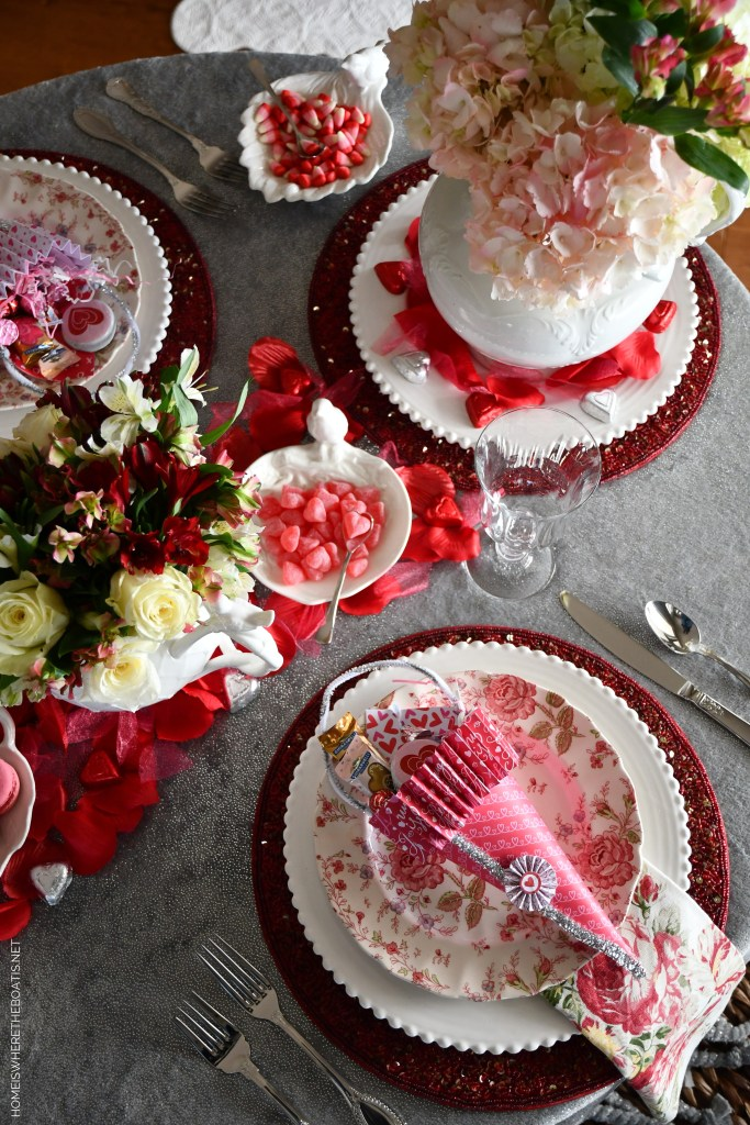 A Nesting Table for Valentine's Day   ©homeiswheretheboatis.net #valentinesday #tablescapes