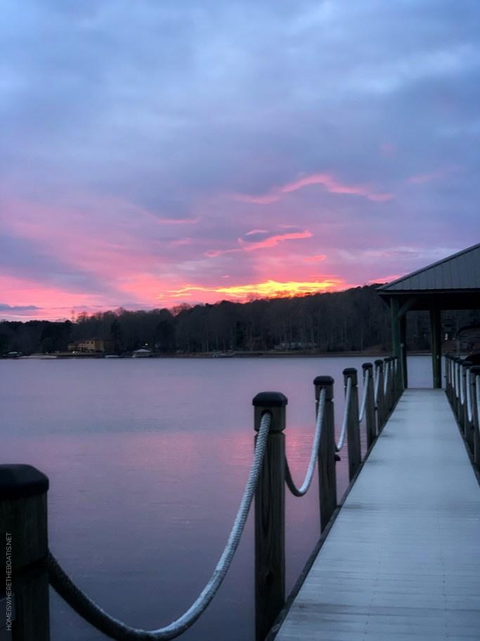 Sunset Lake Norman Weekend Waterview | ©homeiswheretheboatis.net #lakenorman #sunset