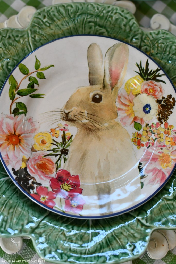 Bunny plate with flowers for Easter | ©homeiswheretheboatis.net #easter #tablescapes