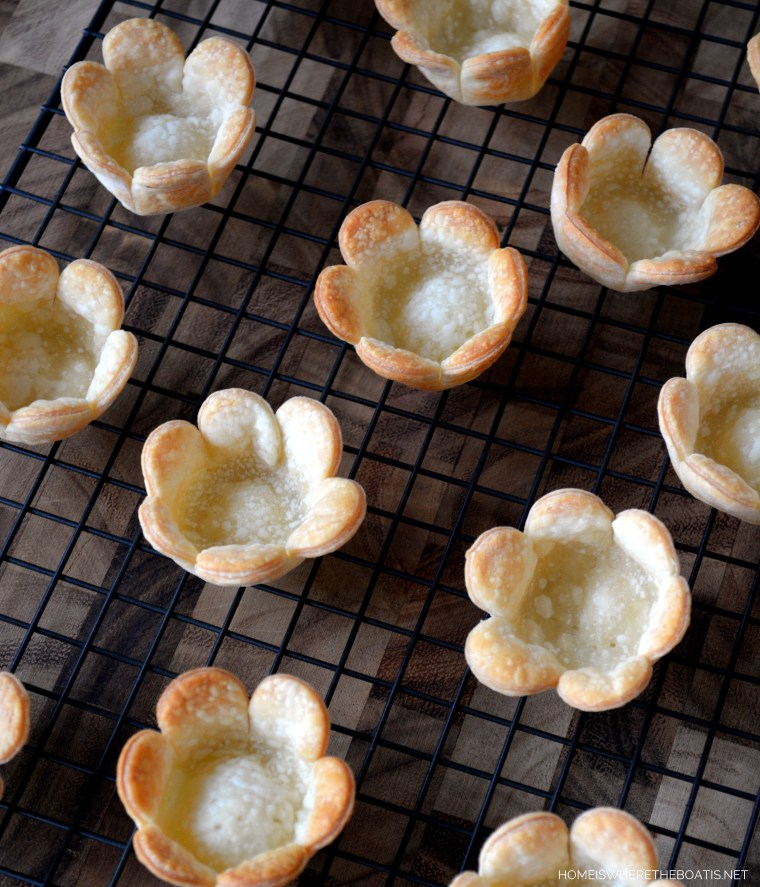 Mini Flower Tartlets, quick and easy to make! | homeiswheretheboatis.net #teaparty #teatime #dessert