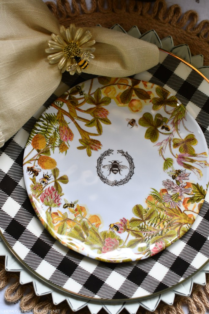 Bee plates and tablescape | ©homeiswheretheboatis.net #bees #tablescapes