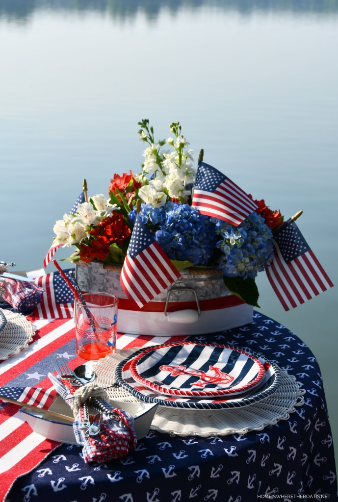 Patriotic Nautical Table by the lake | ©homeiswheretheboatis.net #patriotic #nautical #lake #tablescapes #redwhiteandblue