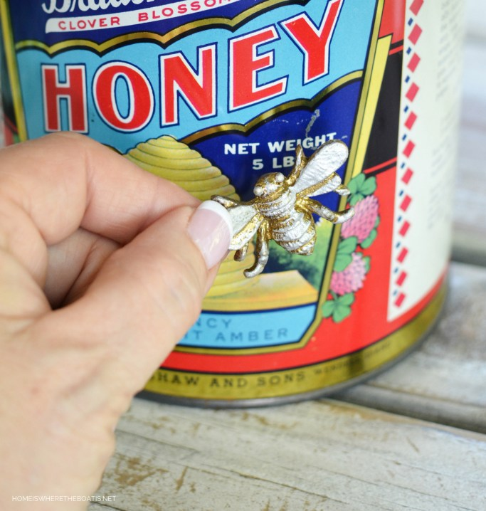 Bradshaw's Clover Blossom Honey tin as vase for flowers | ©homeiswheretheboatis.net #bees #tablescapes