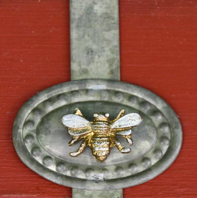 Bee magnet on wreath hanger | ©homeiswheretheboatis.net #flowers #DIY #garden #bees #nationalpollinatorweek