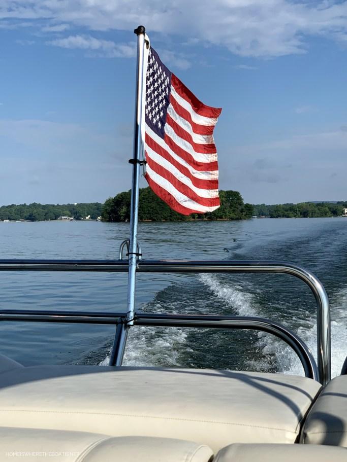 Flag on pontoon | ©homeiswheretheboatis.net #boat #flag #lake #LKN