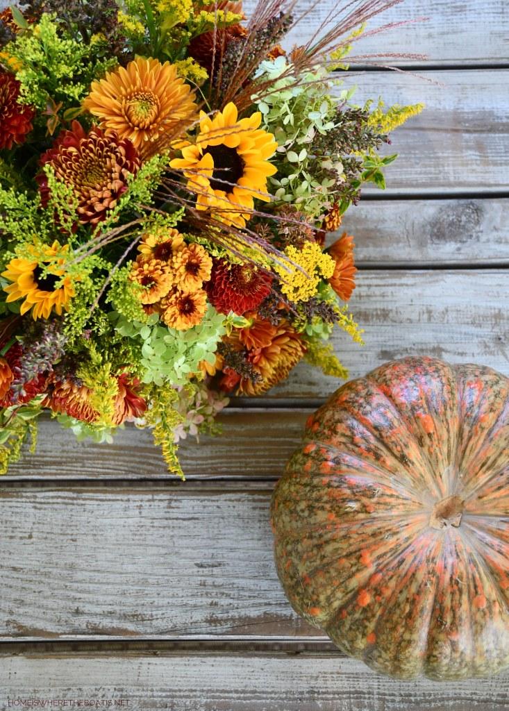 DIY Blooming Pumpkin Using a Shortcut!   ©homeiswheretheboatis.net #fall #pumpkin #flowerarrangement #DIY #alfresco #tablescape