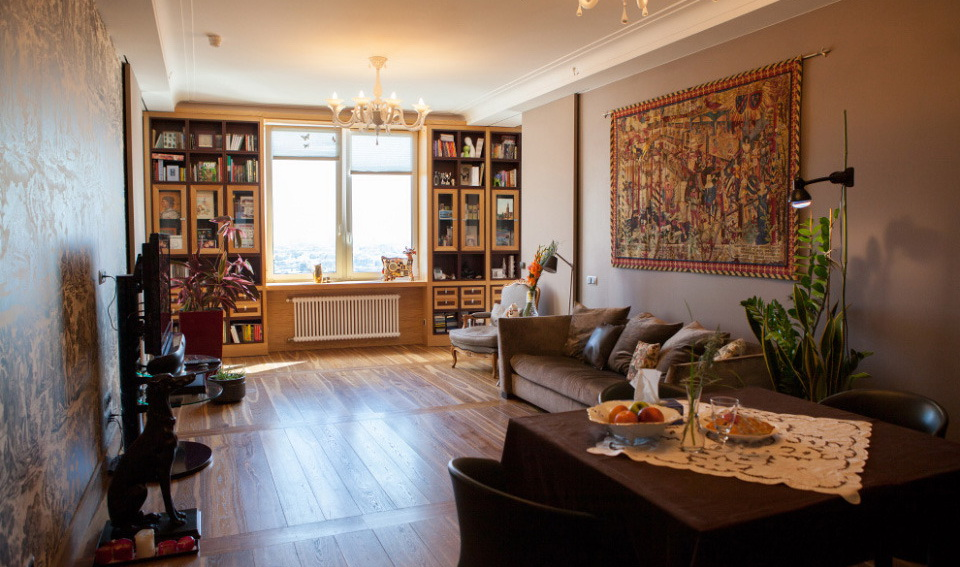 Family Apartment in Moderately Classic Style with Glass