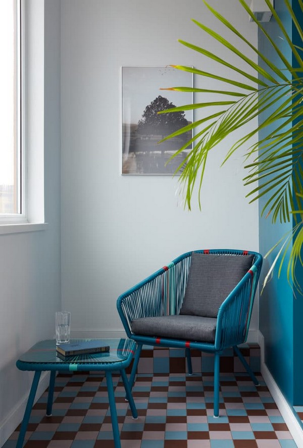 Apartment with Noble Color Palette Emerald Azure Ochre