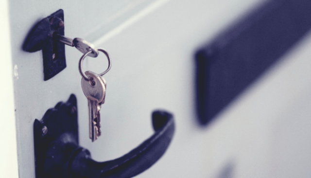 An image of keys in a door to demonstrate how to find a good listing agent.