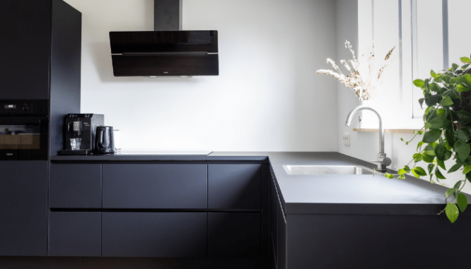 Black cabinets is part of the kitchen trends 2021