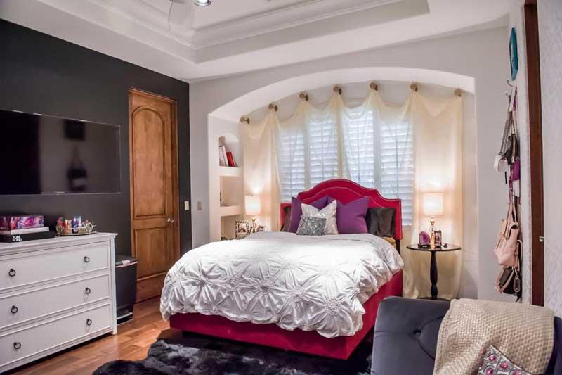 Glamorous Teenage Girl Bedroom With Pink Bed
