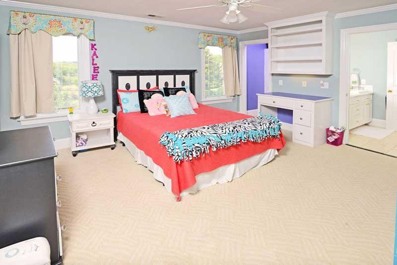 Traditional Teenage Girl Bedroom