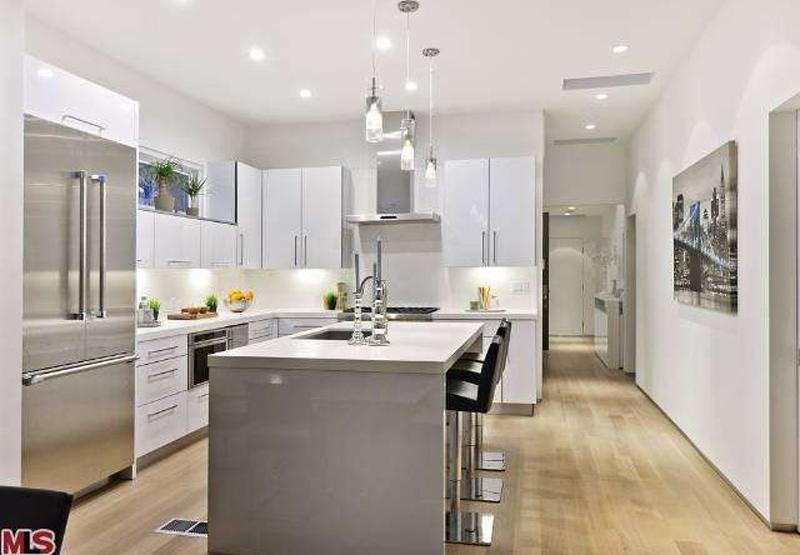 Kitchen Island With Glass Pendant Chandelier