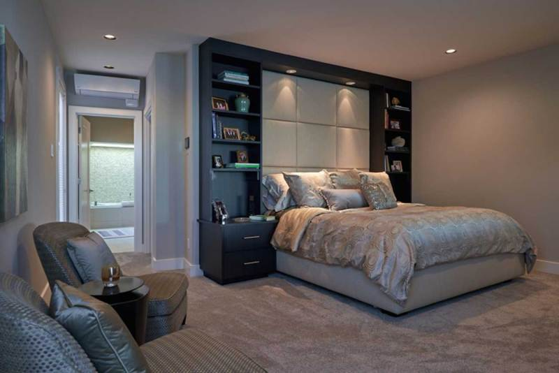 modern bedroom with Overhead cans lighting