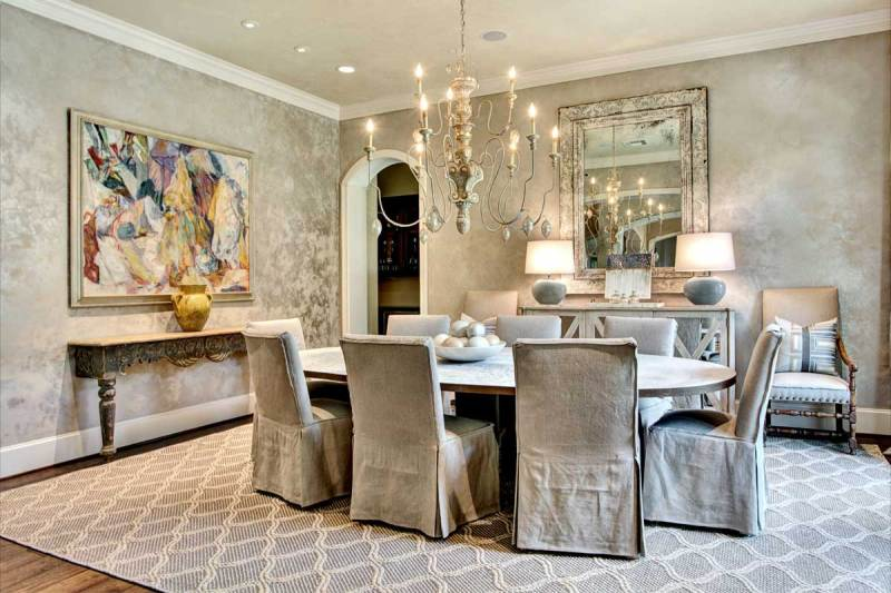 dining room with traditional chandeliers and table lamps