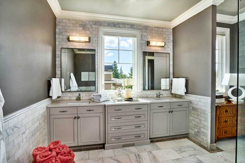 bathroom with linear wall sconces